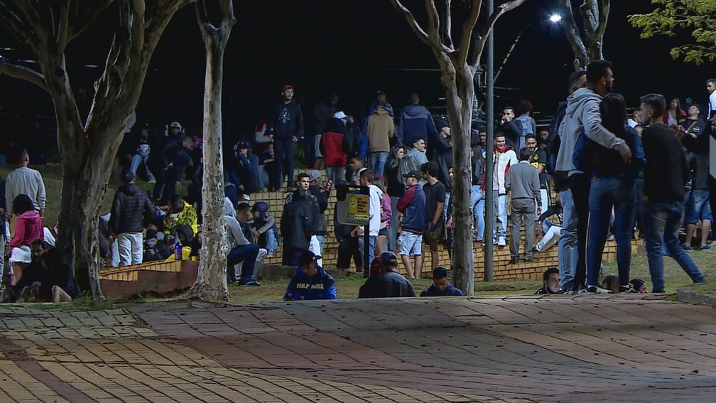 Aglomeração na Praça do Papa e Desrespeito do uso de Máscaras Obrigatório e distanciamento